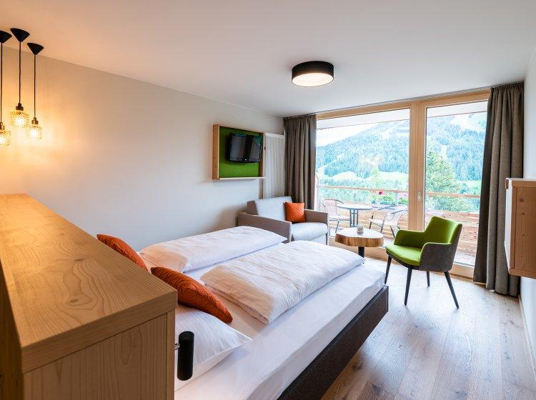 Hotelzimmer Besler mit Balkon im Biohotel Balderschwang