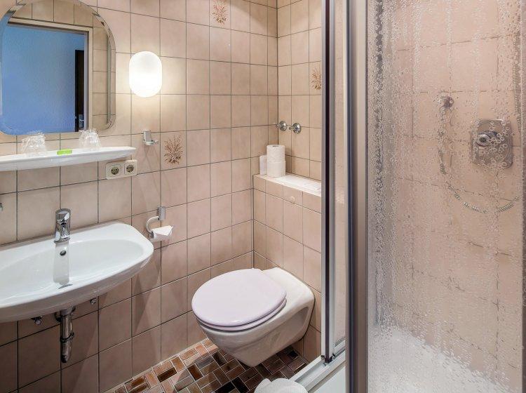 Hotelzimmer Gelbhansekopf – Badezimmer: Übernachten im Allgäuer Biohotel