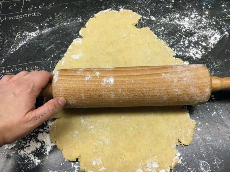 Veganen Keks-Teig-ausrollen