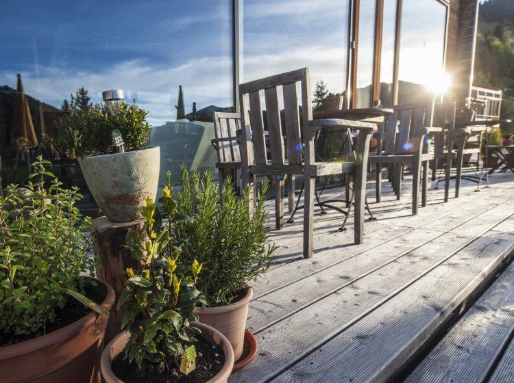 Sonnenterrasse und Wintergarten im Allgäuer Biohotel