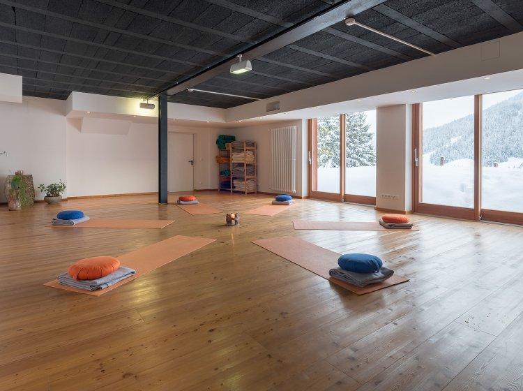 Yogaraum mit Blick auf die Allgäuer Berge